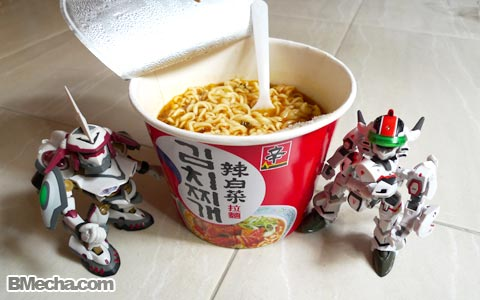 B-Mecha Cooking Class- Instant Cup Noodles by VF-25 Messiah Valkyrie and Nirvash Type Zero